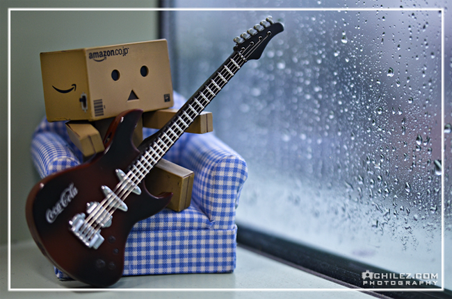 achilez-blog-danbo-ajax-danboard-365-faces-danbo-playing-guitar-happy-monday-2011-650